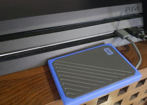 PS4と外付けSSDの接続部分
